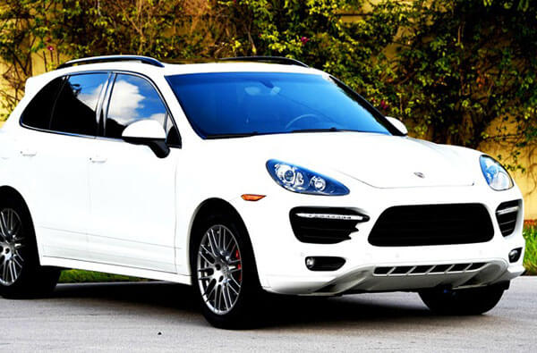 Porsche-Cayenne_rev-th